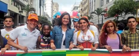 Diane Rodriguez y Marcela Aguinaga en el orgullo gay lgbt glbti 2016 guayaquil guayas ecuador (3)