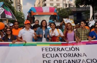 Diane Rodriguez y Marcela Aguinaga en el orgullo gay lgbt glbti 2016 guayaquil guayas ecuador (4)