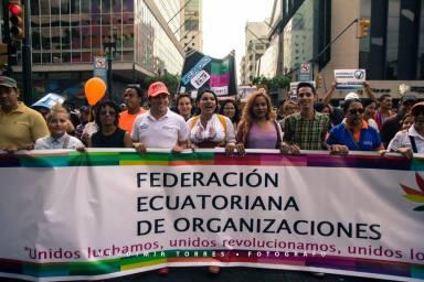 Marcha del Orgullo y Diversidad Sexual 2016 encabezada por la Federación de organizaciones LGBTI Diane Rodriguez y Marcela Aguinaga y Jorge Velez (2)