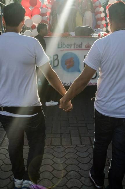Orgullo Guayaquil - Gay pride Guayaquil - Orgullo LGBT Gay Ecuador Guayaquil 2015 - Campaña tiempo de igualdad