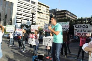 Orgullo Guayaquil - Gay pride Guayaquil - Orgullo LGBT Gay Ecuador Guayaquil 2015 - Evangeliscos protestan 2