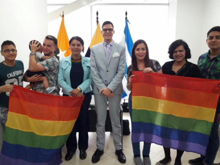 Reunión Intendencia obtención permisos orgullo guayaquil gay pride ecuador 2017