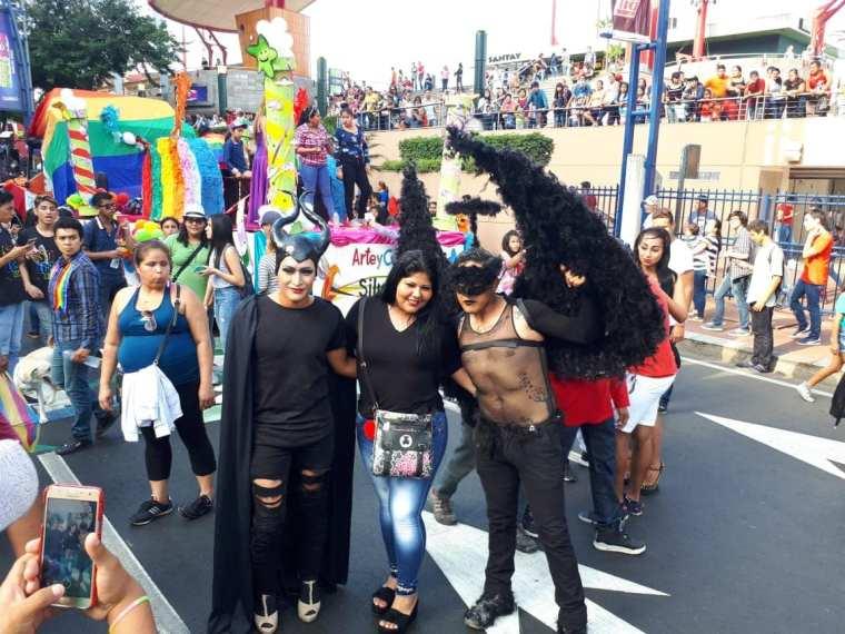 El desfile del orgullo GLBTI se toma calles céntricas de Guayaquil-Orgullo Guayaquil