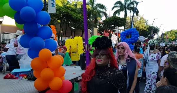 Guayaquil de colores por el desfile del orgullo GLBTI-Orgullo Guayaquil-Asociacion Silueta X-Federacion LGBTI