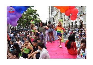 Orgullo Guayaquil - Orgullo gay LGBT 2019 - Carro alegorico Silueta X carroza