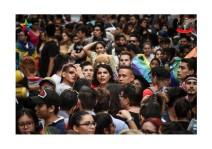 Orgullo Guayaquil - Orgullo gay LGBT 2019 - Diane Rodríguez en medio de los marchantes
